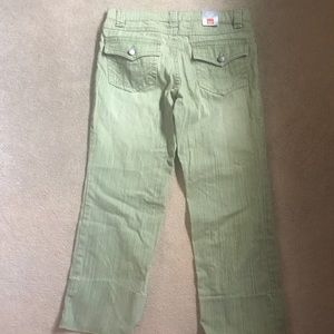 Mossimo Supply Co. Pants - Mossino brand Low Rise Capri Pants. NEW
